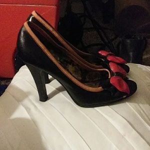 betseyville heels with bow